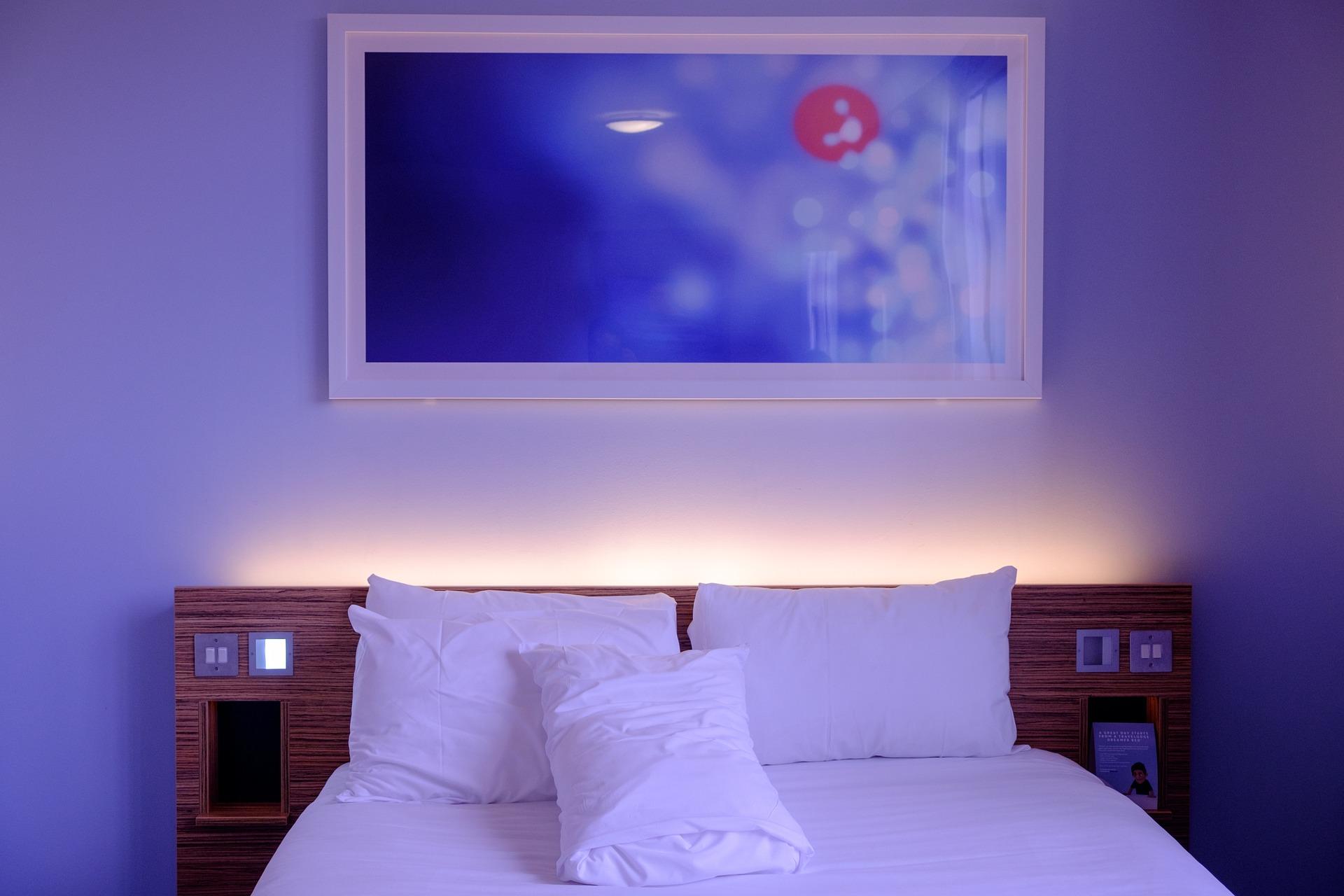 bedroom 1285156 1920 - Jak zachować świeżość pościeli?